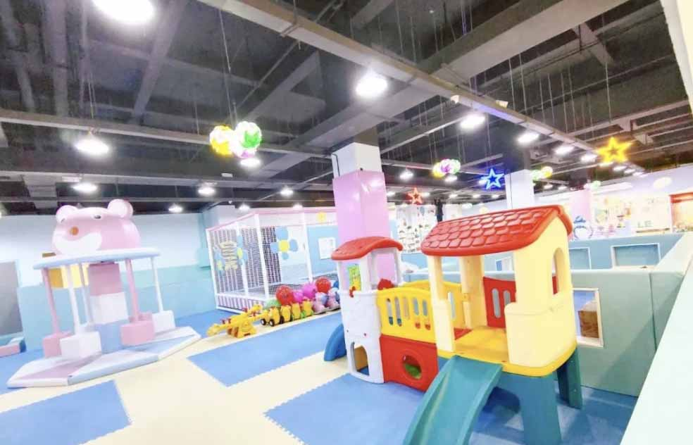 Should indoor playgrounds require bare feet?